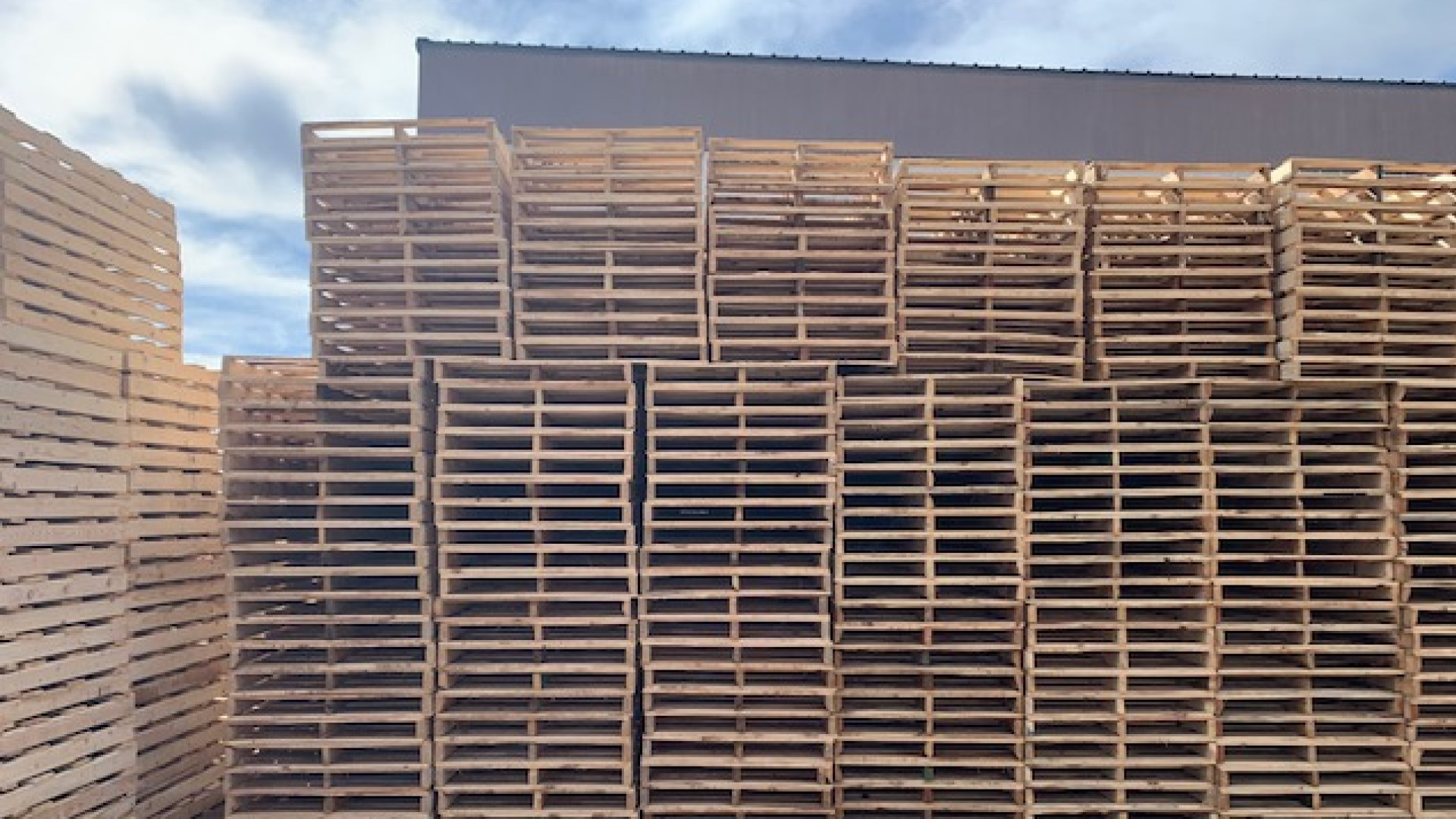 Pallet Company in Phoenix, Arizona with Brand New Pallets for Sale